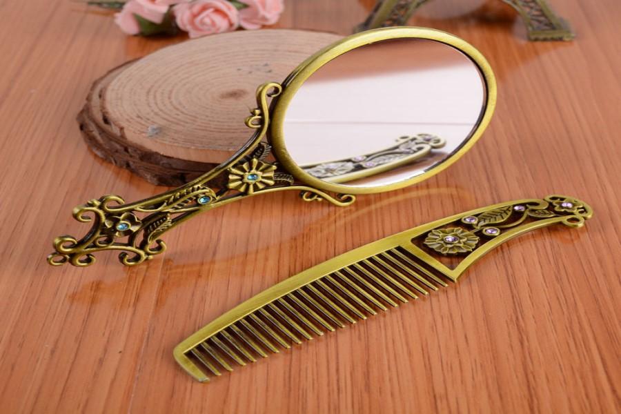 Заговор на зеркало или расческу для красоты