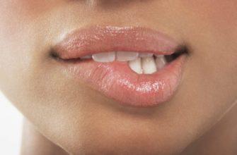 К чему чешутся губы: значение народной приметы