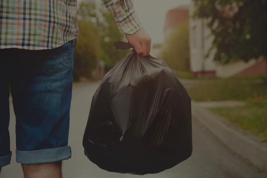 Почему нельзя выносить мусор вечером после заката